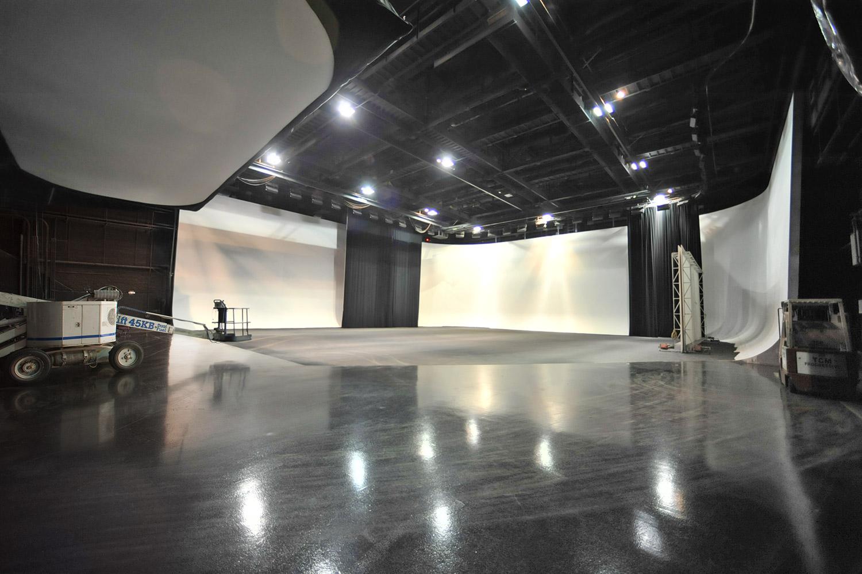 stage_a_studio_center.jpg