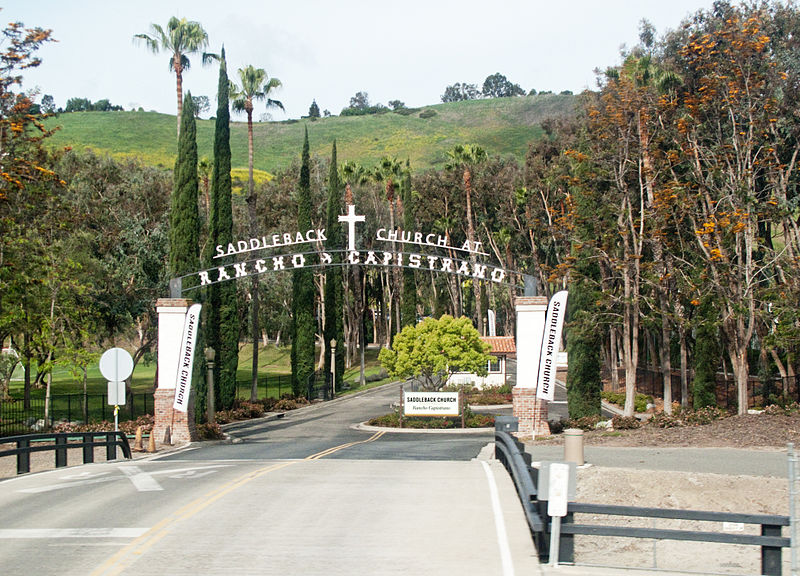 The driveway to the Saddleback Church | Photo ©  downtowngal