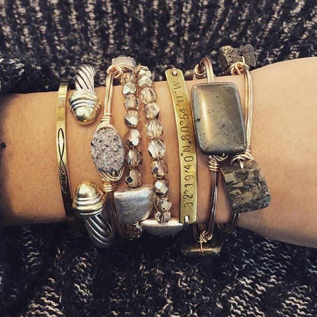 winter tones | silver+gold combo #ellaZjewels #handcrafted #diyjewelry #bangle #druzy #coilbracelet #mantraband #davidyurman #coordinatejewelry #weddinglocation #gems #fashion #jewelry #accessories #bracelet  #wristwear @mantraband @davidyurman