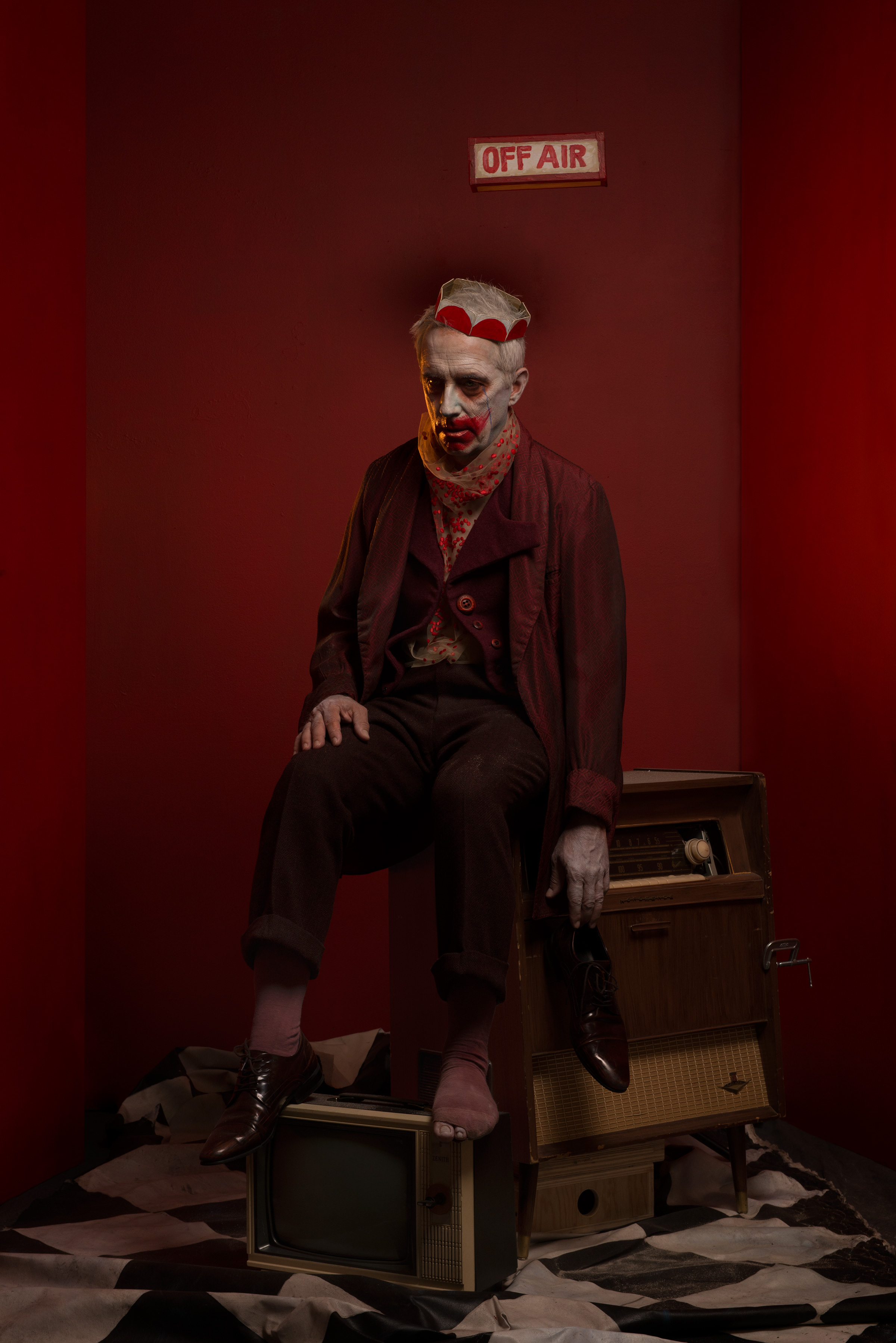 Jean Mongeau for Le BEC campaign. Agency KBS. Zeta Production. Costume: Sophia Graziani. Make-up, set design and photo Damian Siqueiros. Many thanks to Radio Canada and to Jean Mongeau for their generosity.