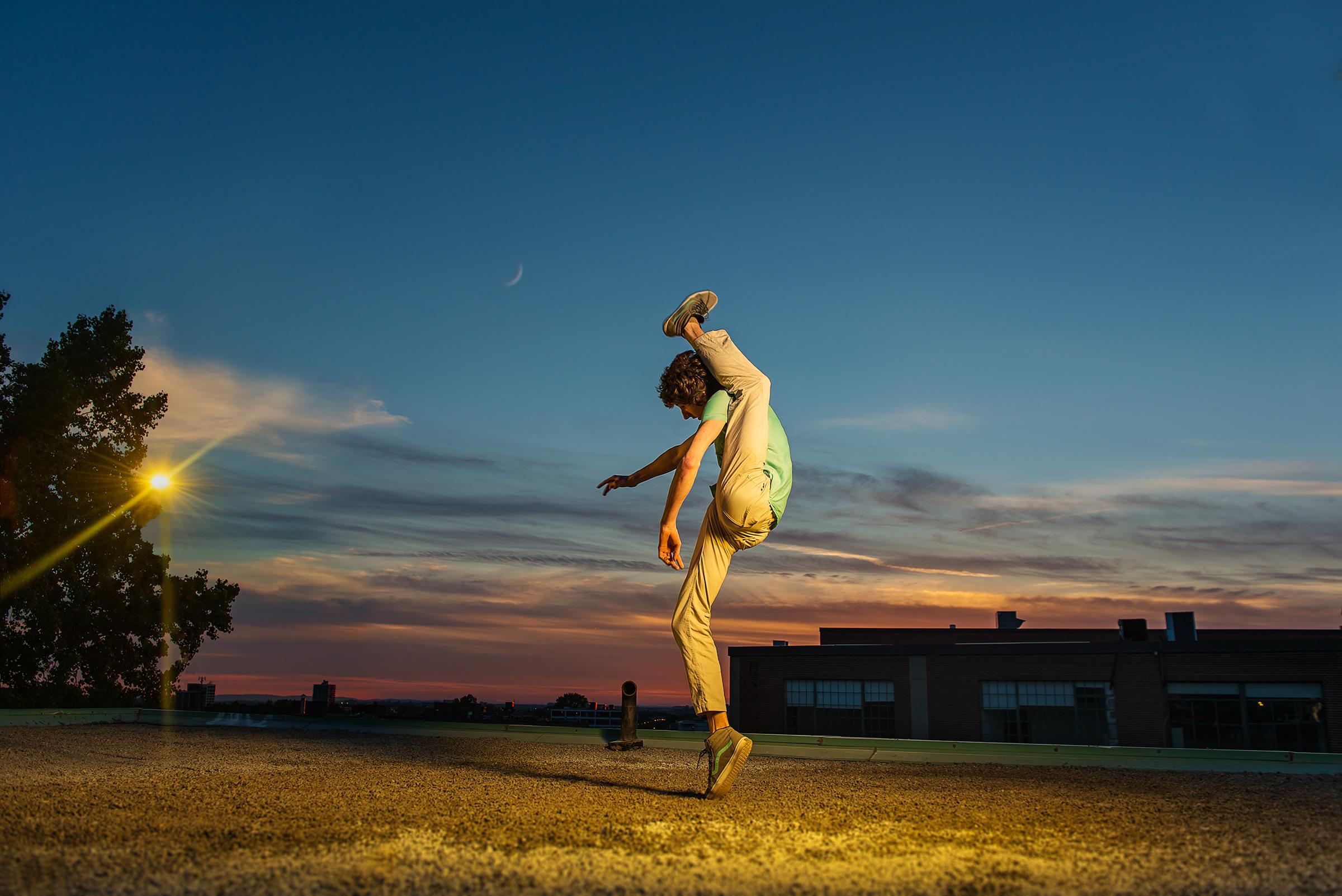 002 Break dance Arthur Cadre Damian Siqueiros BBY-10650.jpg