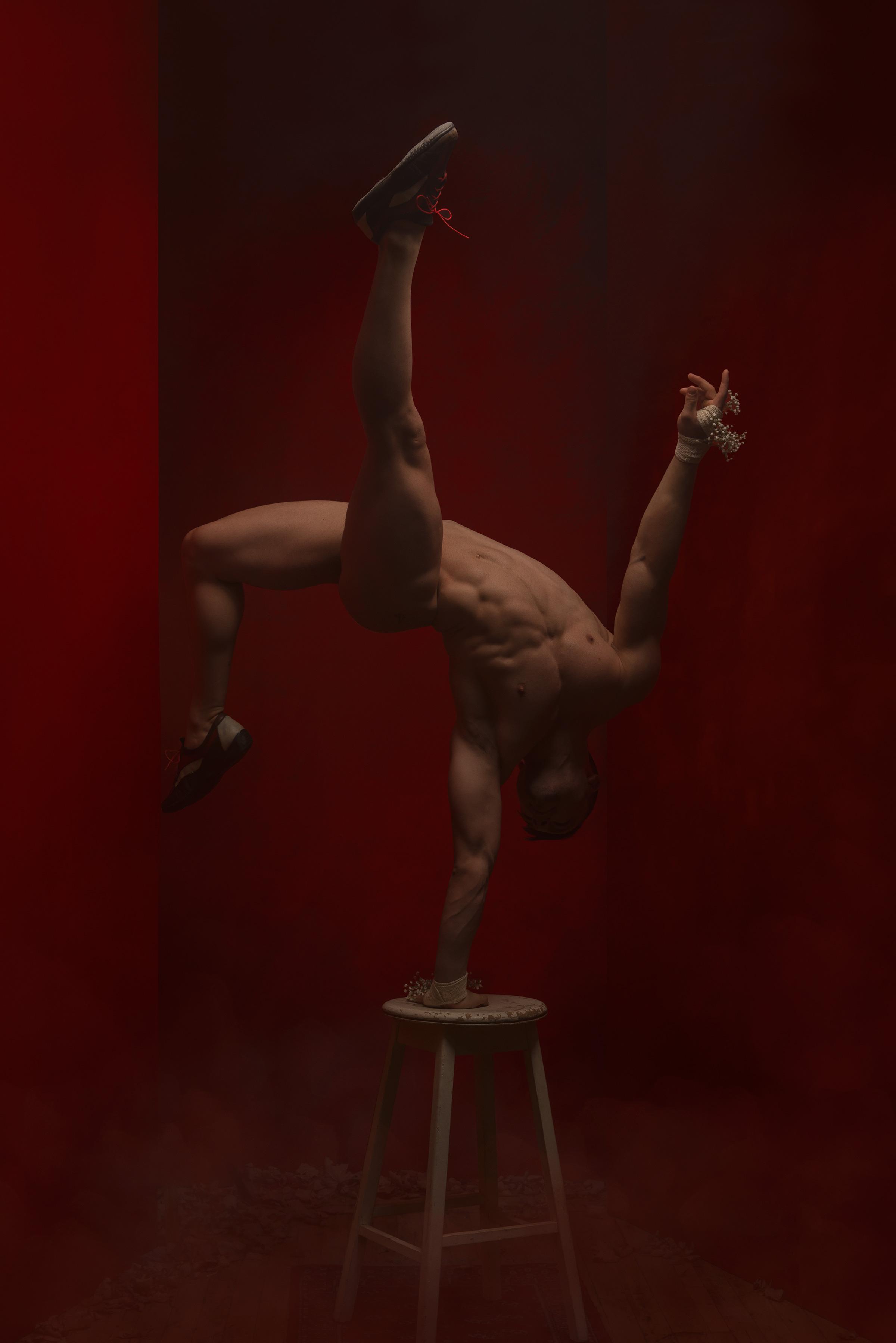 Erotic-circus-001-0024986.jpg
