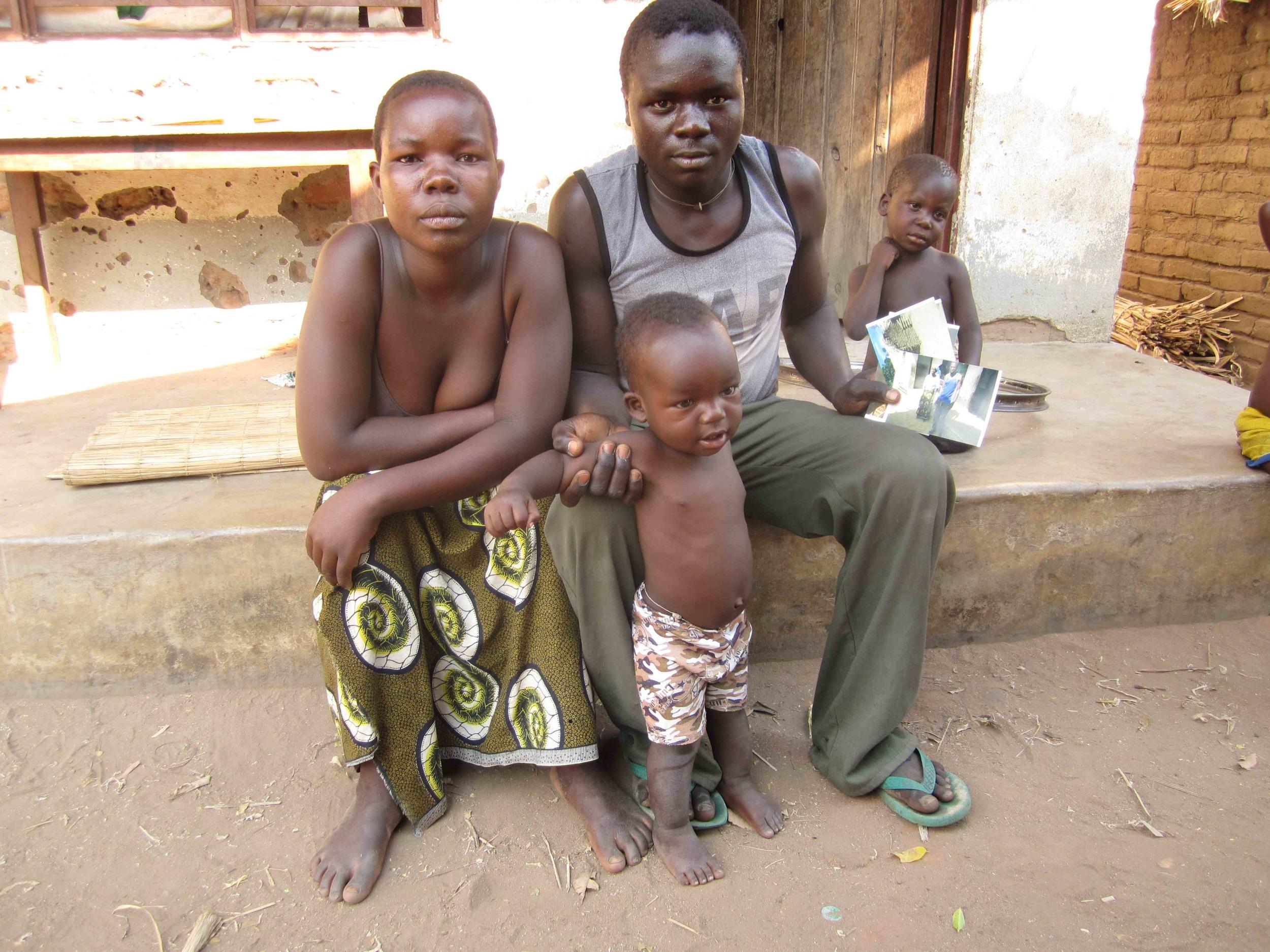 Bakutolapo lwande bakupokela vithuzithuzi vyabo.