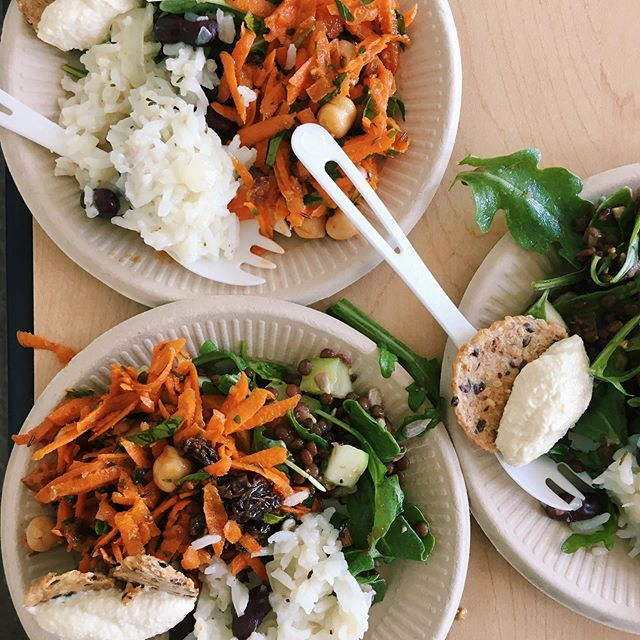 Plant based proteins at @charlottemaxwellclinic was a huge success! We made a Moroccan carrot chickpea salad, tofu ricotta, summer lentil salad, and Caribbean coconut rice and beans. The clients loved learning how to make these cancer-fighting, nourishing, soul-pleasing meals!!! Thanks Isabelle for sharing what the class meant to you ❤️ and a huge shout out to @healingkitchens and @commonwealbolinas for funding this program. . . . #foodheals #nourishing #cancerfightingfood #eattonourish #culinarynutrition #cookingclass #oakland #charlottemaxwellclinic #plantbased
