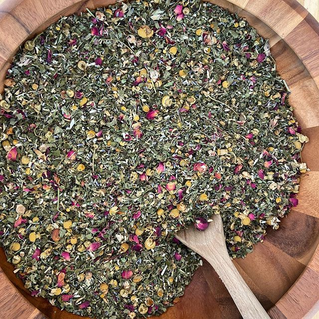 Last night I was honored by a beautiful group of women who shared their motherhood wisdom with me at this moment of ultimate transition. As a gift to the hosts I blended up a custom tea. Had to stop myself from diving in as I made it. Calling it Rest and Digest Tea 🌹🌹🌹 ~lemon balm ~catnip ~chamomile ~lavender ~rose ~mint