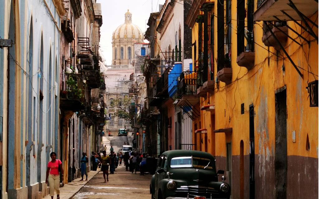There is always something interesting to see on the STREetsof Havana form the people, music,cars and archetiecture