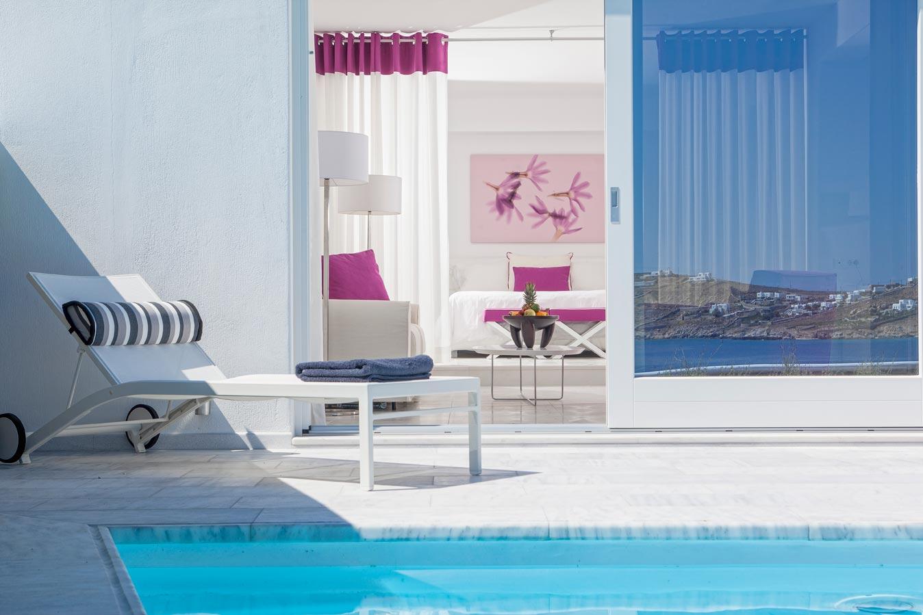 De.light Suite private pool room