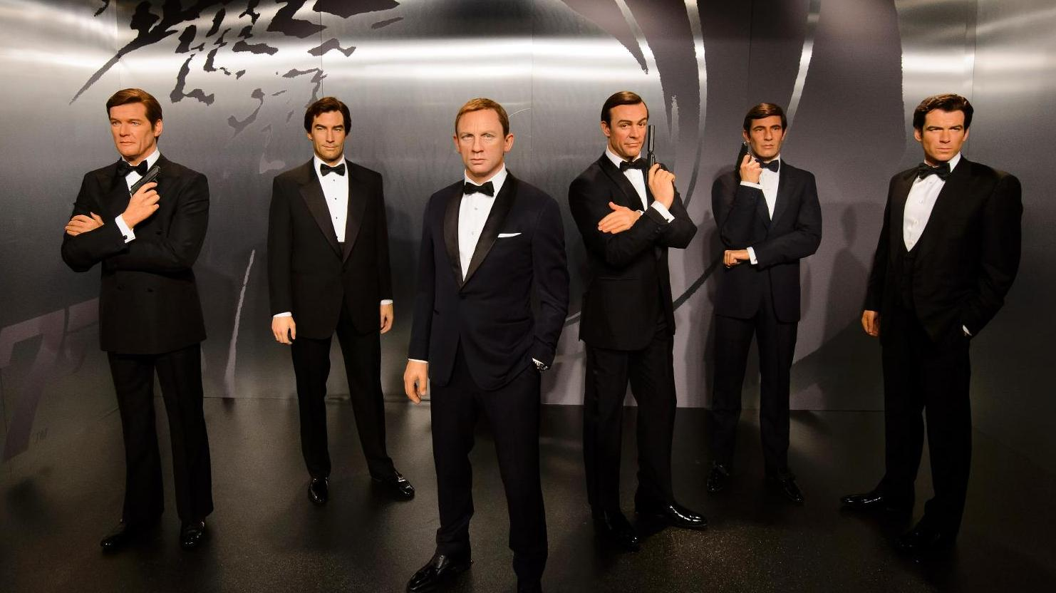 All the James Bonds at Madame Tussauds London - Roger Moore,  Timothy Dalton, Daniel Craig, Sean Connery , George Lazenby, Pierce Brosnan