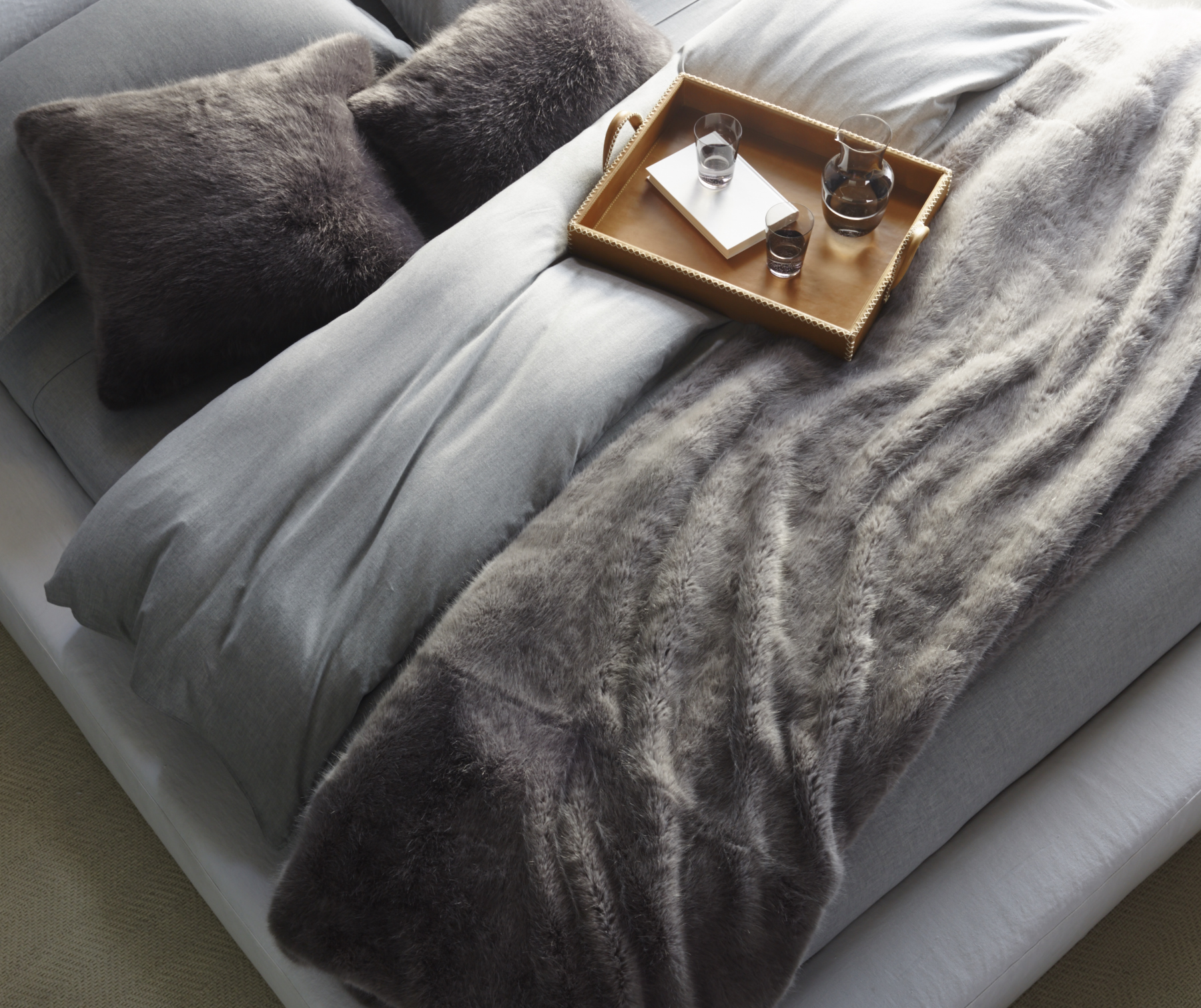 W396_Ultra_Faux_Fur_Pillow_and_Blanket_Main_1_120_V3_.jpg