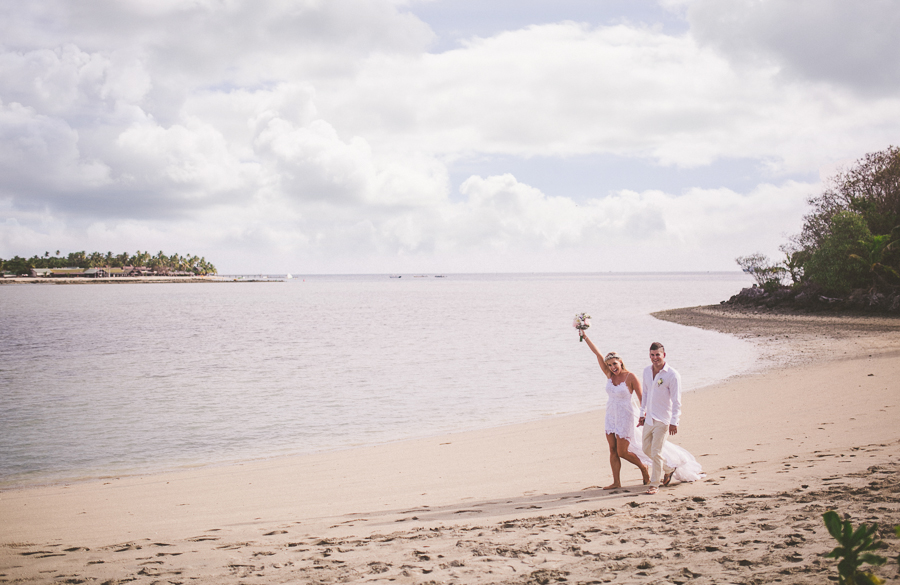 Brand and Jessie on Beach after wedding_wedding photographer hunter valley