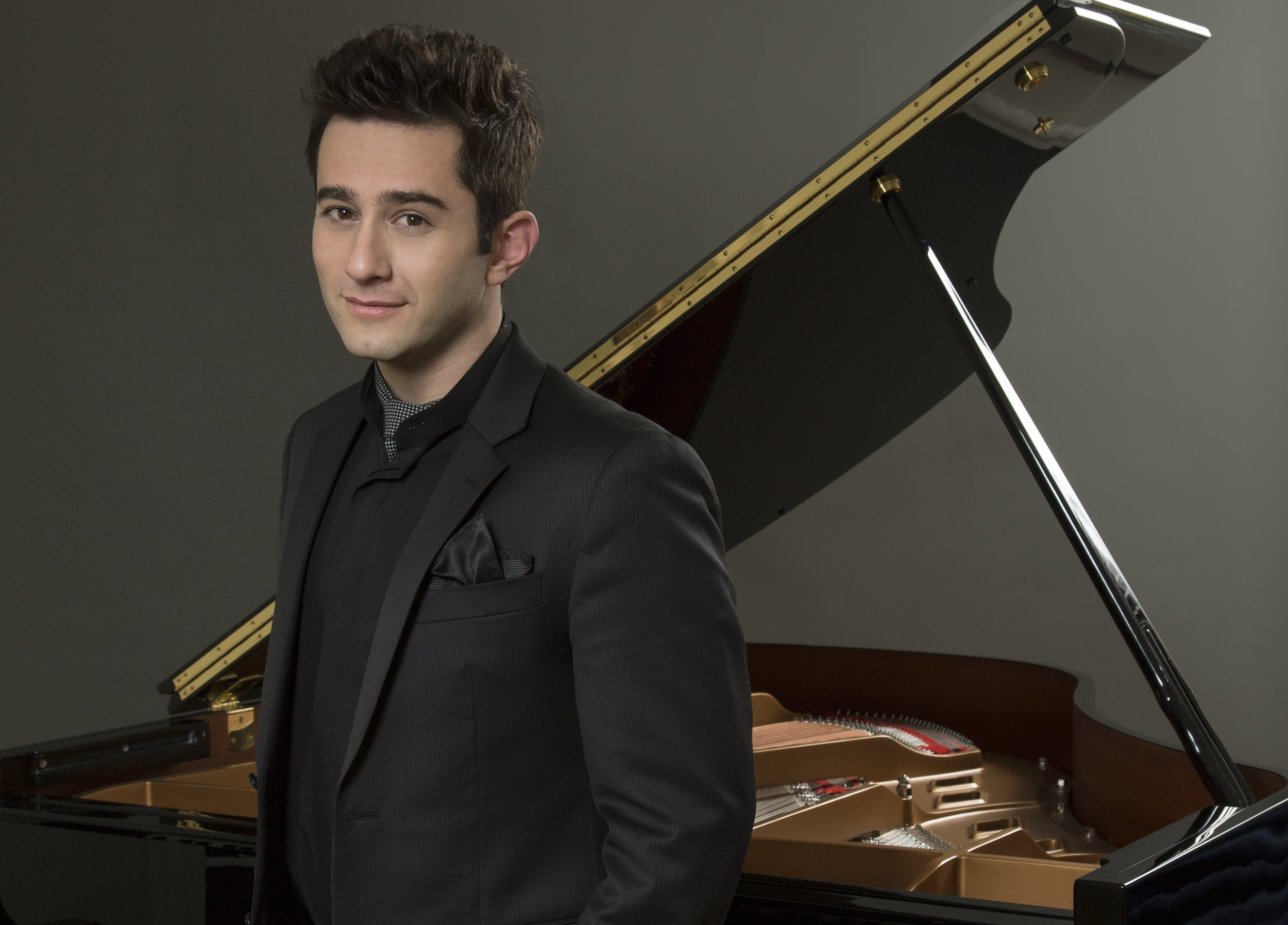 MattBaker_Katz_Press shot Piano_D8C2758a - Horizontal.jpg