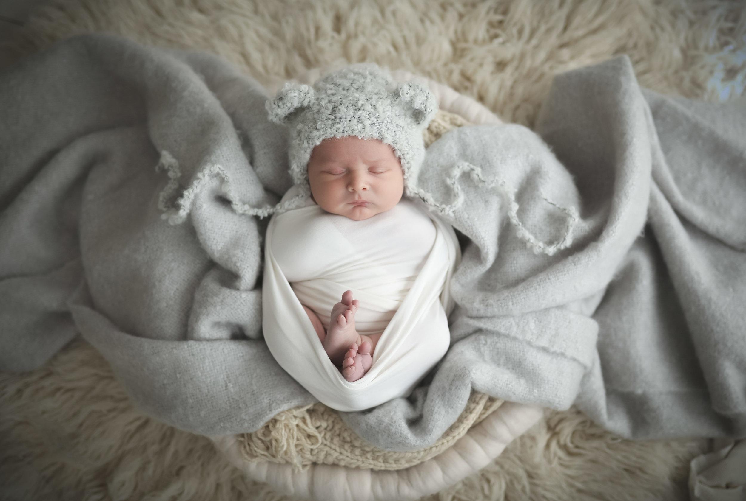 Award-winning-newborn-photographer-cheshire