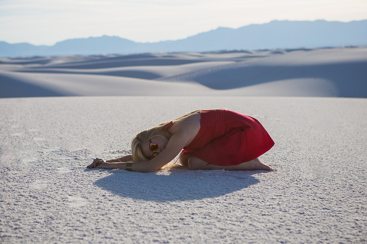 AstroBandit_JordanRose_WhiteSands_RedDress_Fashion_7.jpg