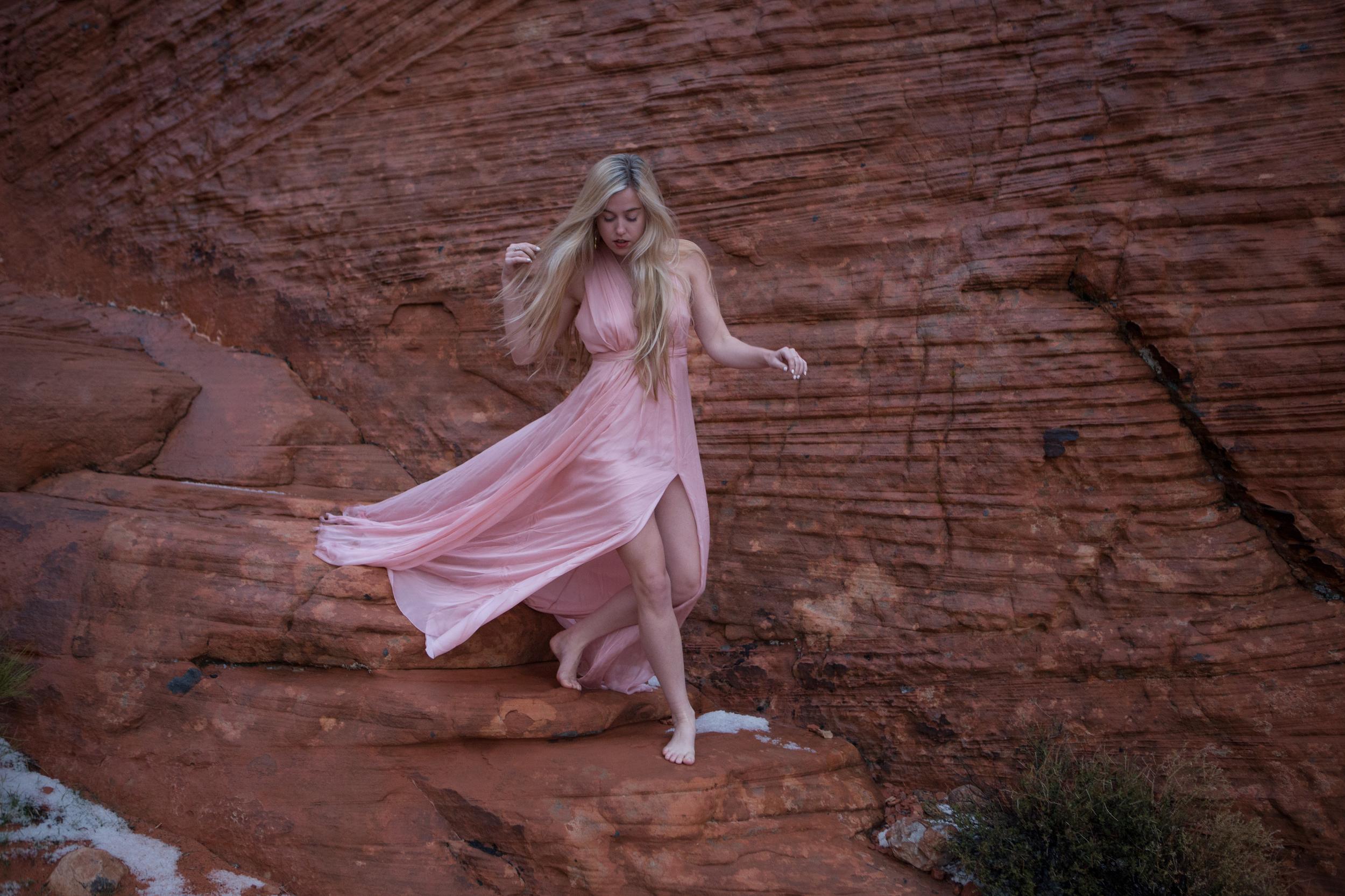 AstroBandit_JordanRose_ValleyOfFire_PinkSilk_RedRockFormations_Fashion_5.jpg