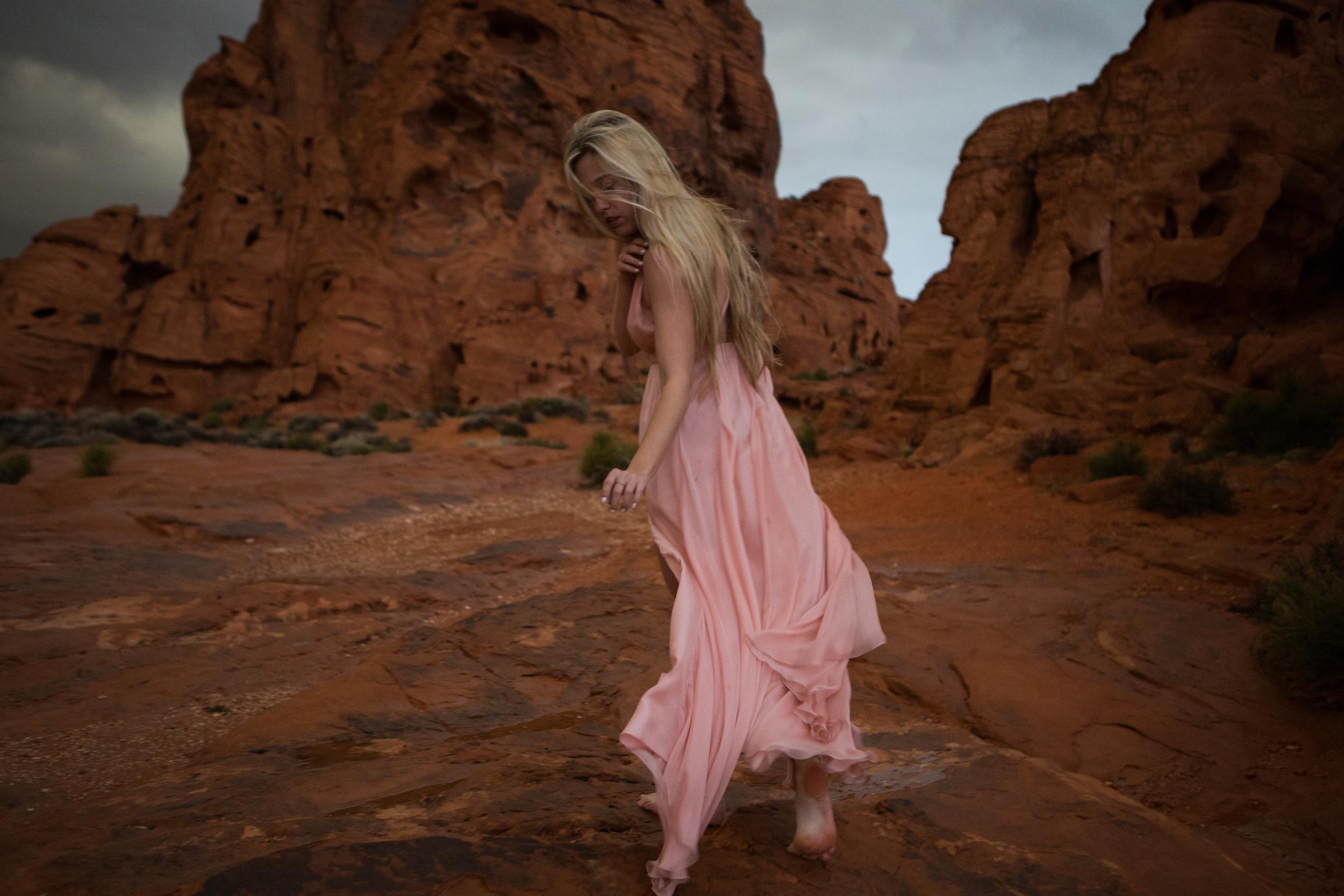 AstroBandit_JordanRose_ValleyOfFire_PinkSilk_RedRockFormations_Fashion_2.jpg