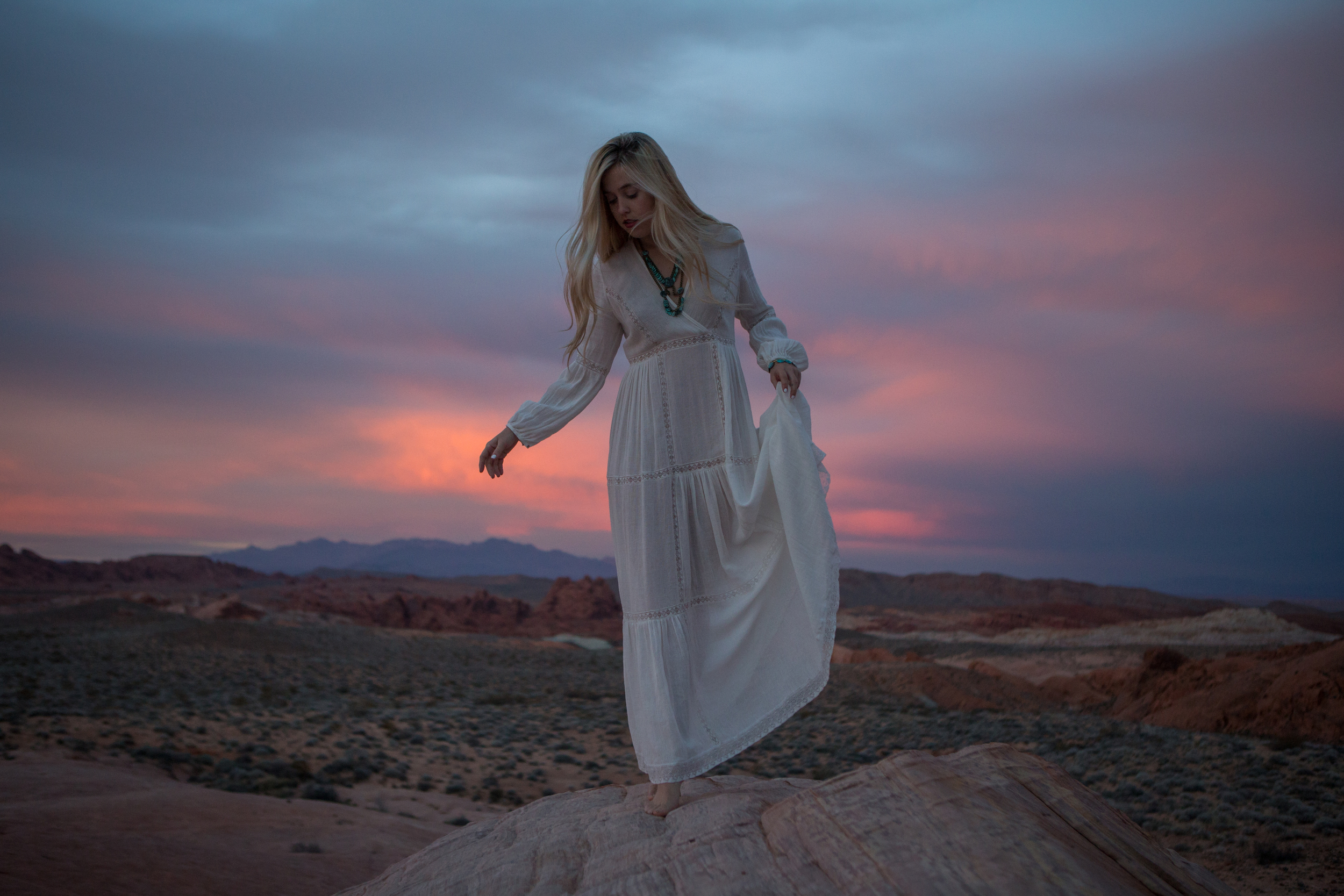 AstroBandit_ValleyOfFire_Sunset_WhiteDress_Dancing_Fashon_8.jpg