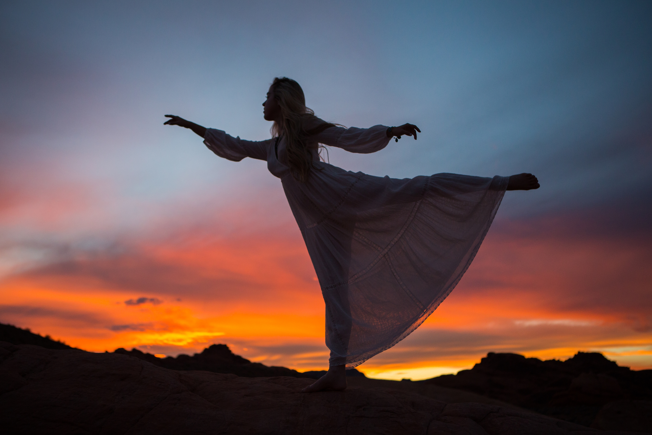 AstroBandit_ValleyOfFire_Sunset_WhiteDress_Dancing_Fashon_10.jpg