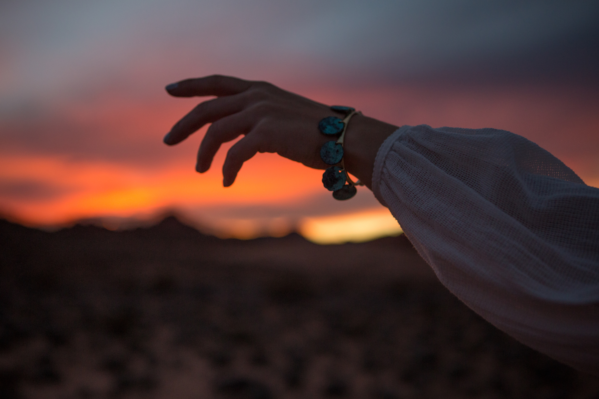 AstroBandit_ValleyOfFire_Sunset_WhiteDress_Dancing_Fashon_11.jpg