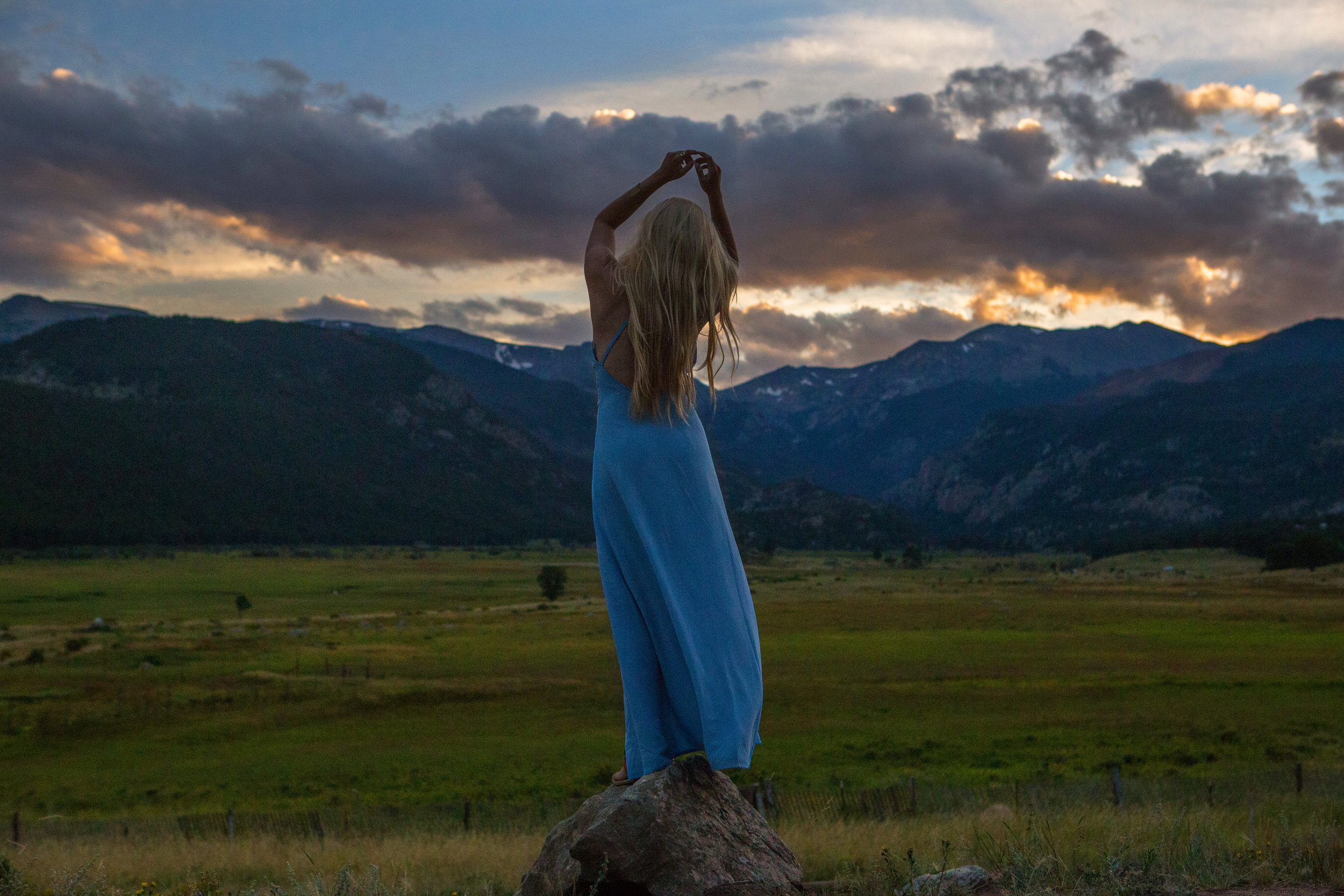 AstroBandit_Rocky_Mountain_National_Park_Sunset_BlueDress_11.jpg
