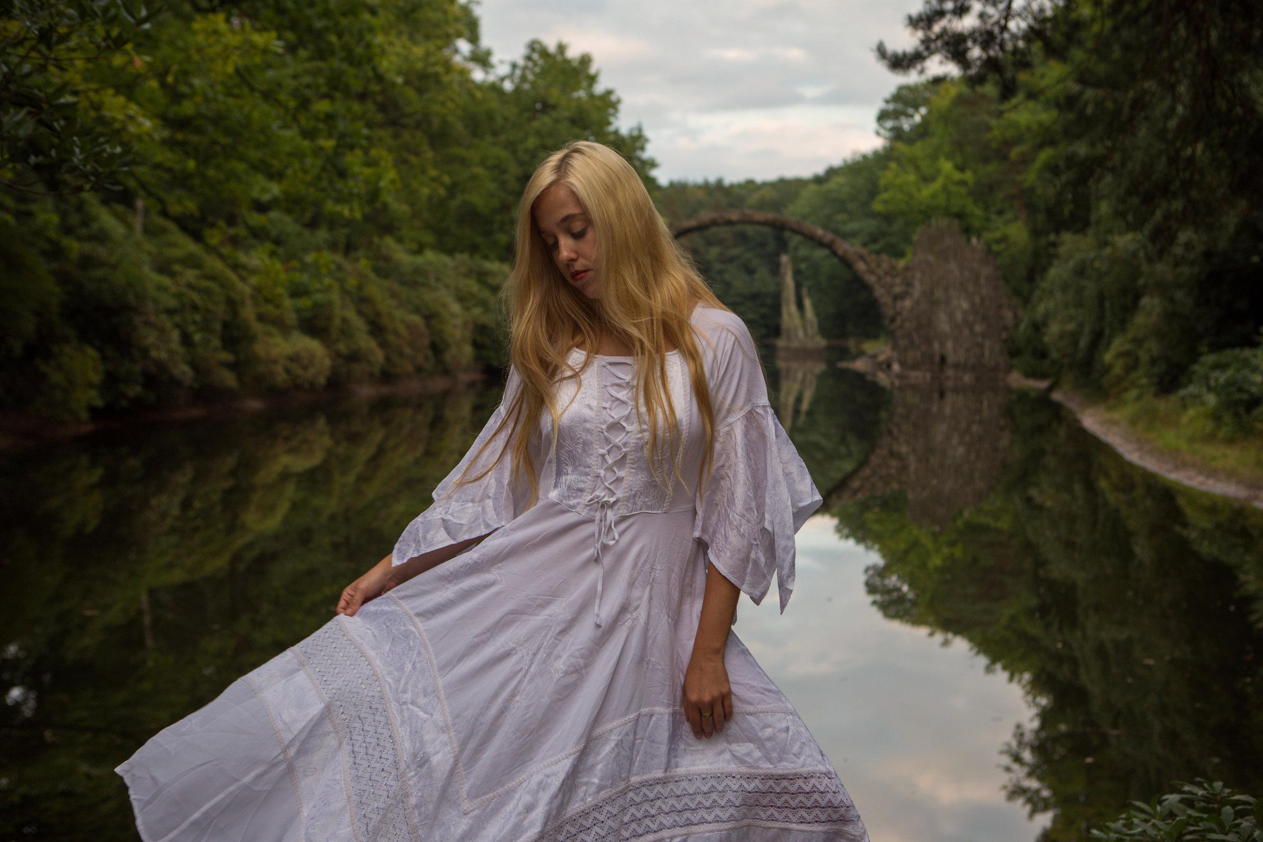 AstroBandit_DariusTwin_Proposal_Kromlau_Germany_Rakotzbrucke_Bridge_Reflection_Ring_WhiteDress_3.jpg