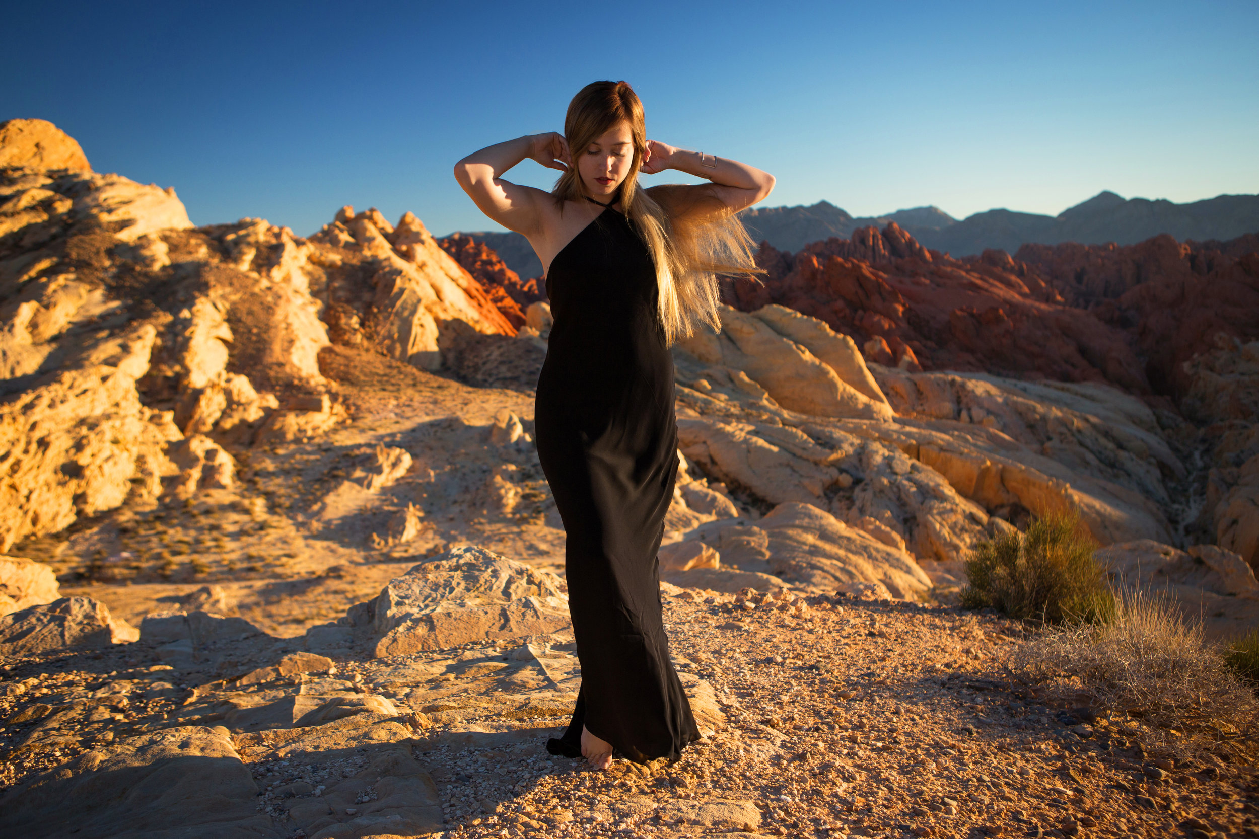 AstroBandit_JordanRose_ValleyofFire_GoldenHour_Fashion_LeonMax_3.jpg