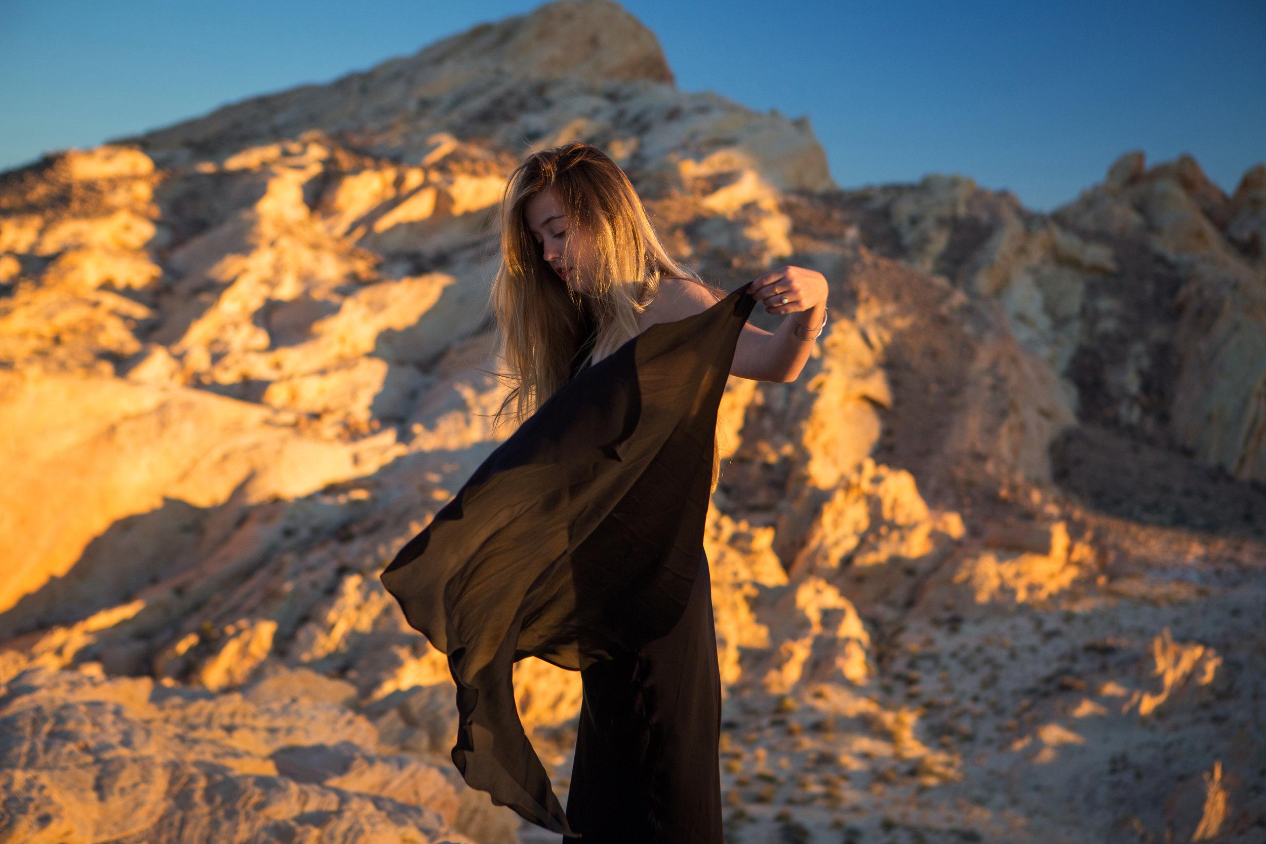 AstroBandit_JordanRose_ValleyofFire_GoldenHour_Fashion_LeonMax_11.jpg