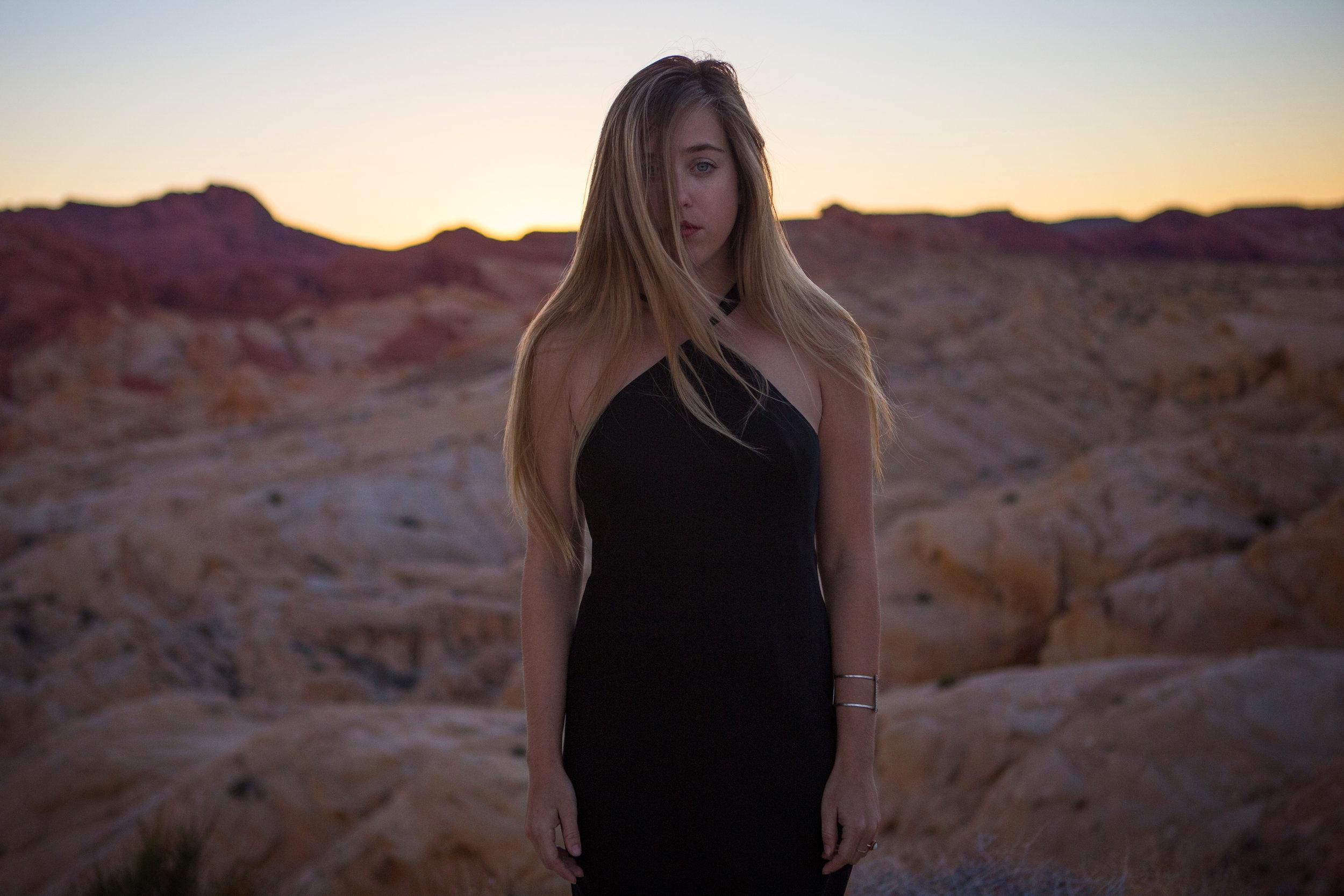 AstroBandit_JordanRose_ValleyofFire_GoldenHour_Fashion_LeonMax_9.jpg
