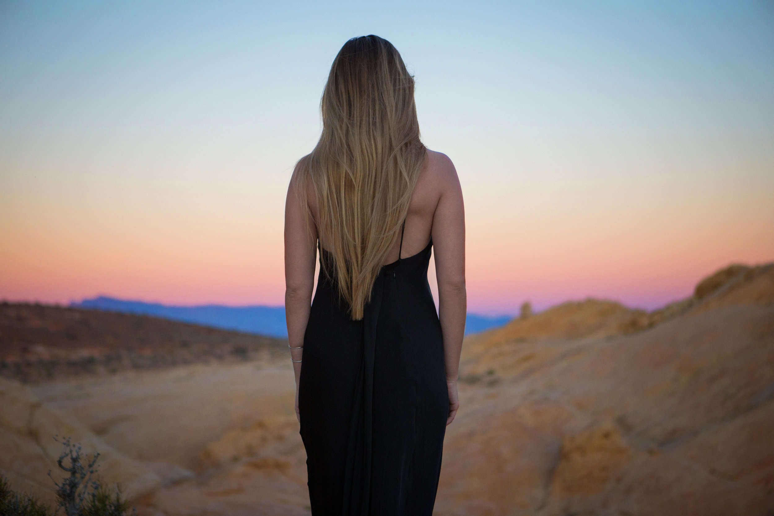 AstroBandit_JordanRose_ValleyofFire_GoldenHour_Fashion_LeonMax_Sunset_14.jpg