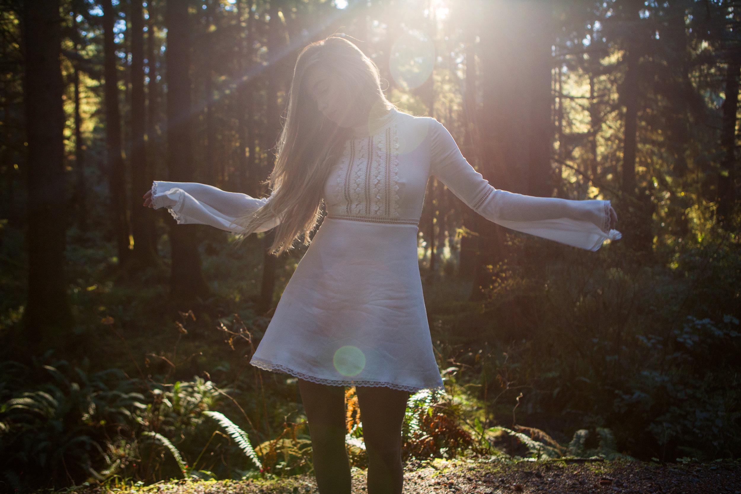 AstroBandit_ForLoveandLemons_Redwoods_PrairieCreek_WhiteDress_4.jpg