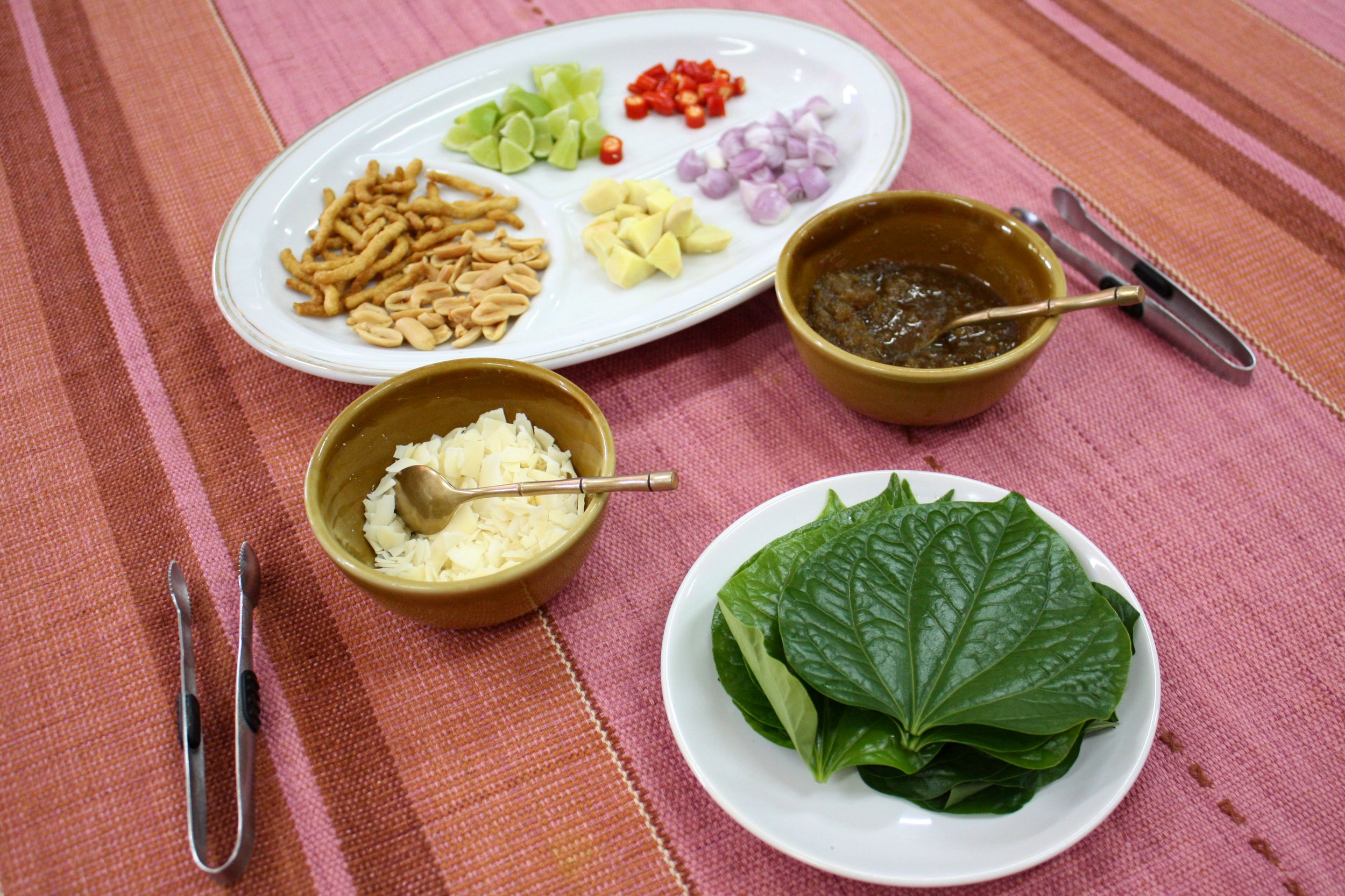 Pea welcomed us with Miang Kham, a popular Thai snack.