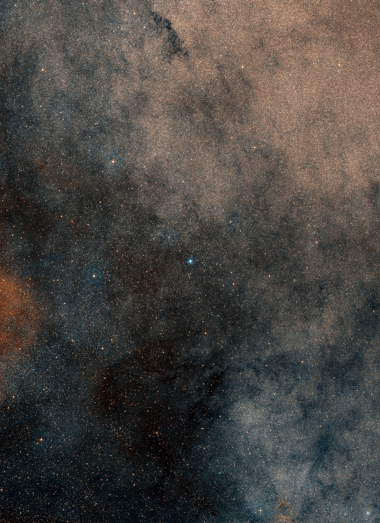 This wide-field image, based on data from Digitized Sky Survey 2, shows the whole region around the stellar grouping Terzan 5 – Image Credit: ESO/Digitized Sky Survey 2