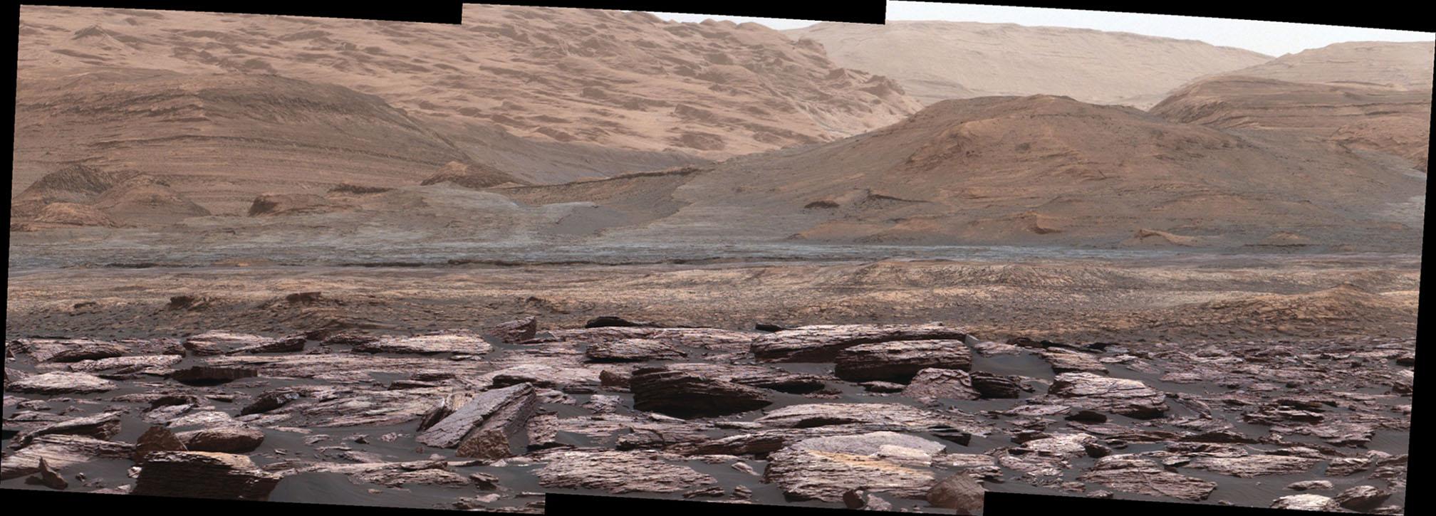Curiosity picture showing color variations on Mount Sharp, Mars. - Image Credit: NASA/JPL