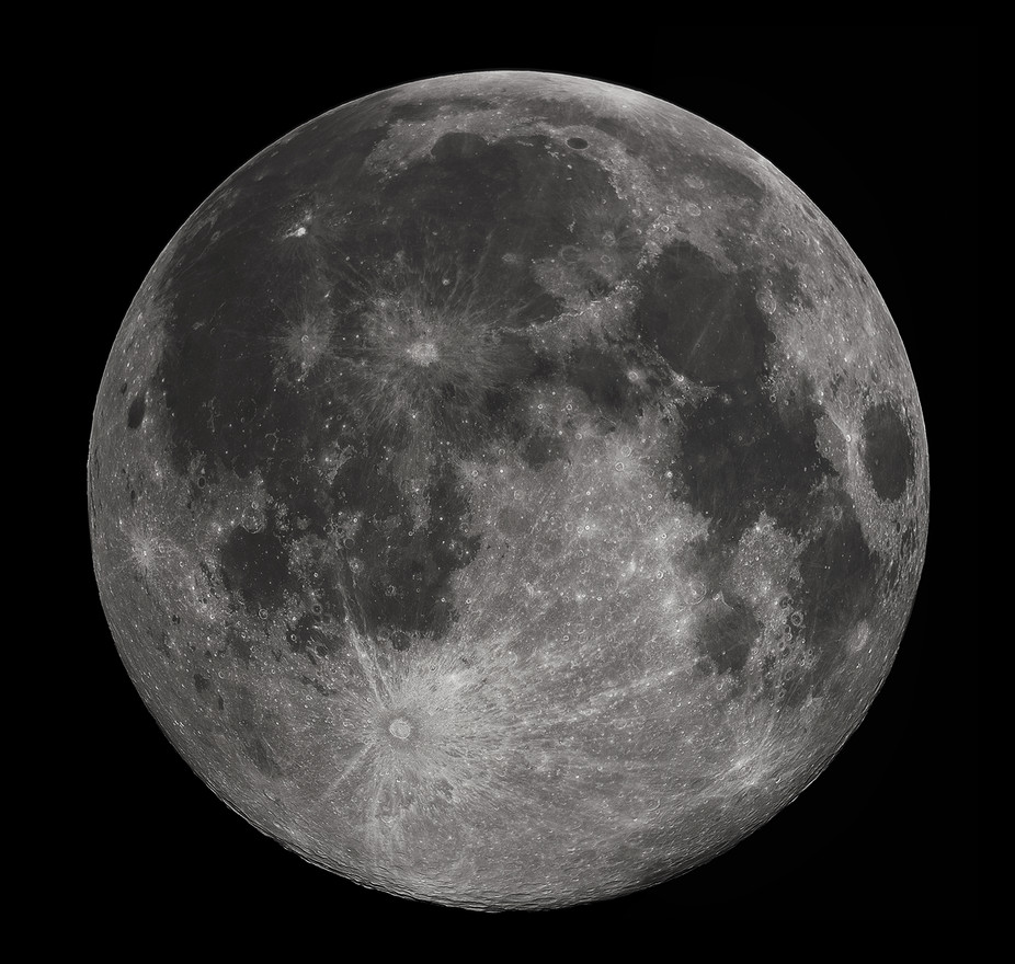 Will the moon move from servant to equal?Gregory H. Revera/wikipedia, CC BY-SA