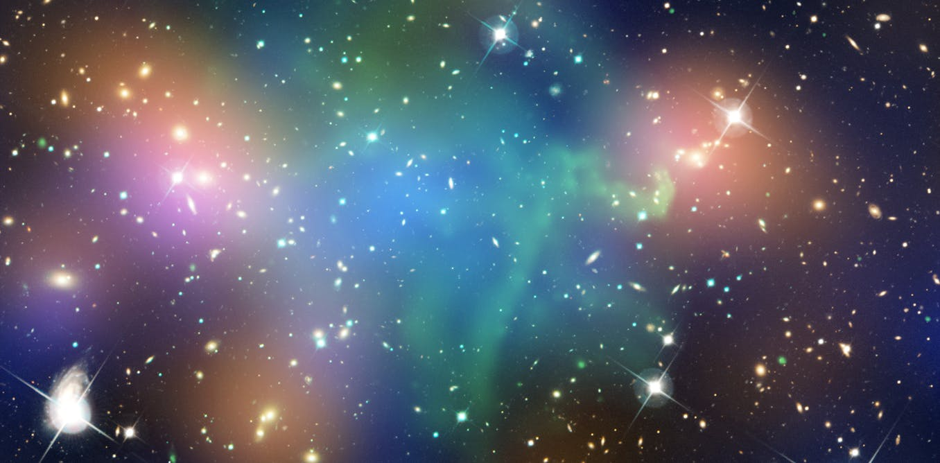 Image showing where scientists believe dark matter resides in the galaxy cluster Abell 520 – near the hot gas in the middle, coloured green. - Image Crredit: Chandra X-ray Observatory Center,  CC BY-SA