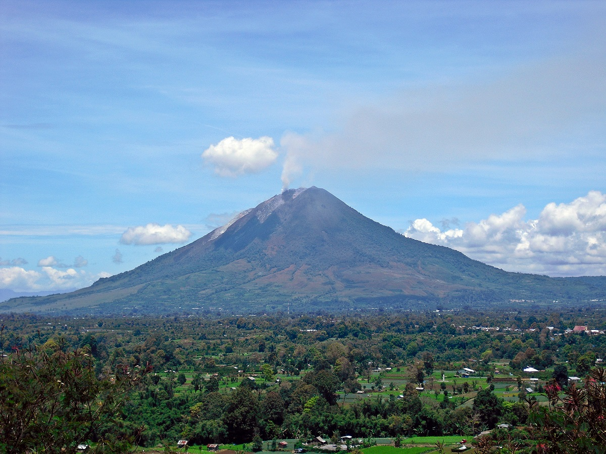 Mount Sinabung on September 13th, 2010, after it became sporatically-active again. - Image Credit: Kenrick95 via Wikipedia Commons