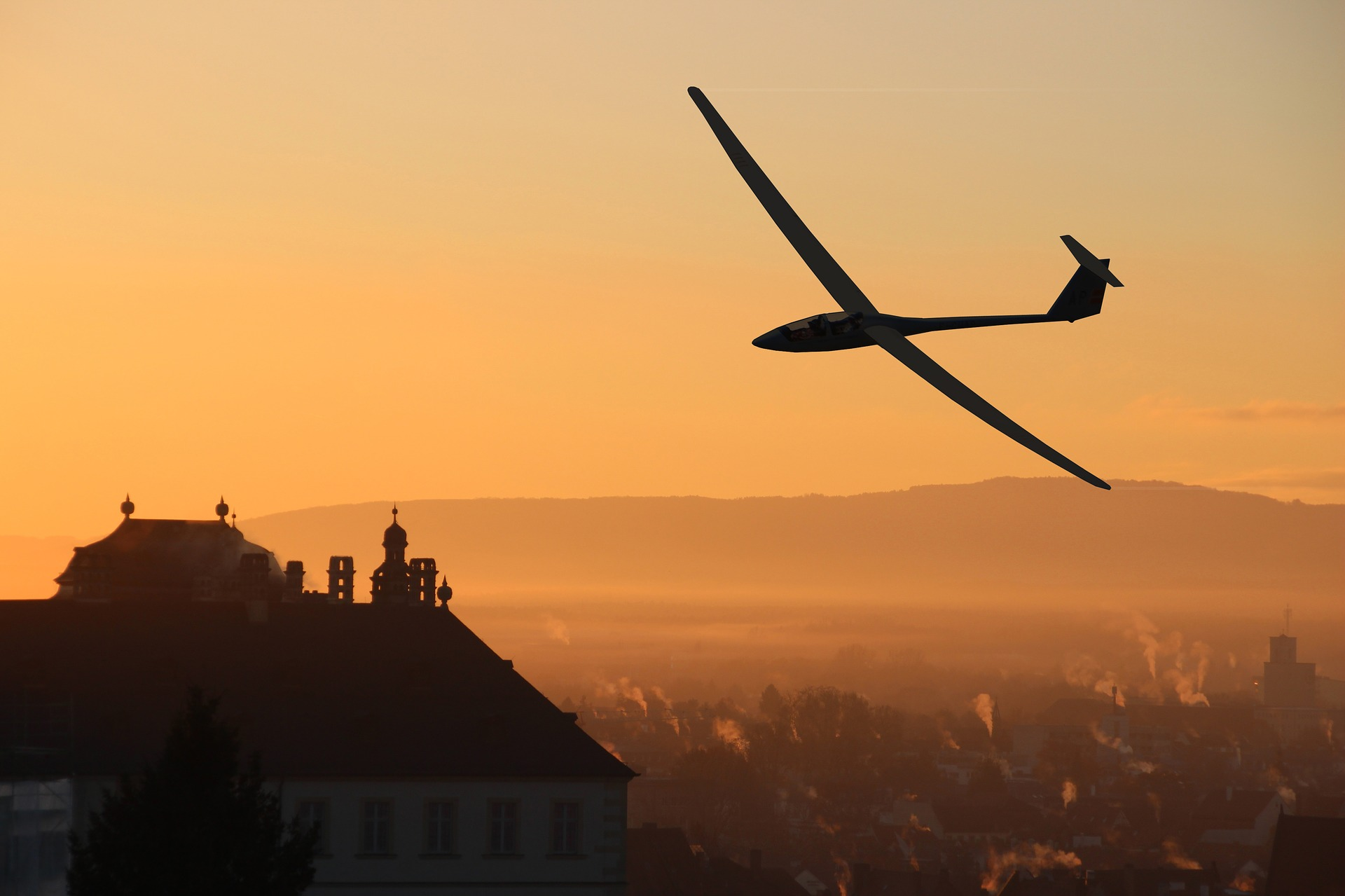 Glider pilots look for updrafts to stay airborne. - Image Credit:  NeuPaddy via Pixabay