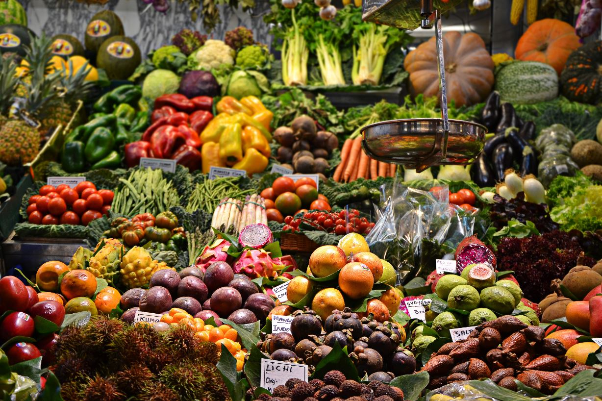 A diet high in unrefined grains, fruit, vegetables, legumes, olive oil and fish has been linked to lower dementia rates.- Image Credit:  ja ma via Unsplash
