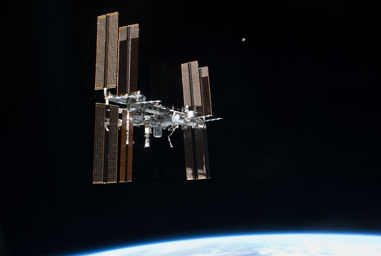 The International Space Station floats in orbit around Earth. Could a similar structure be designed to house a space junk recycling facility? - Image Credits:  NASA