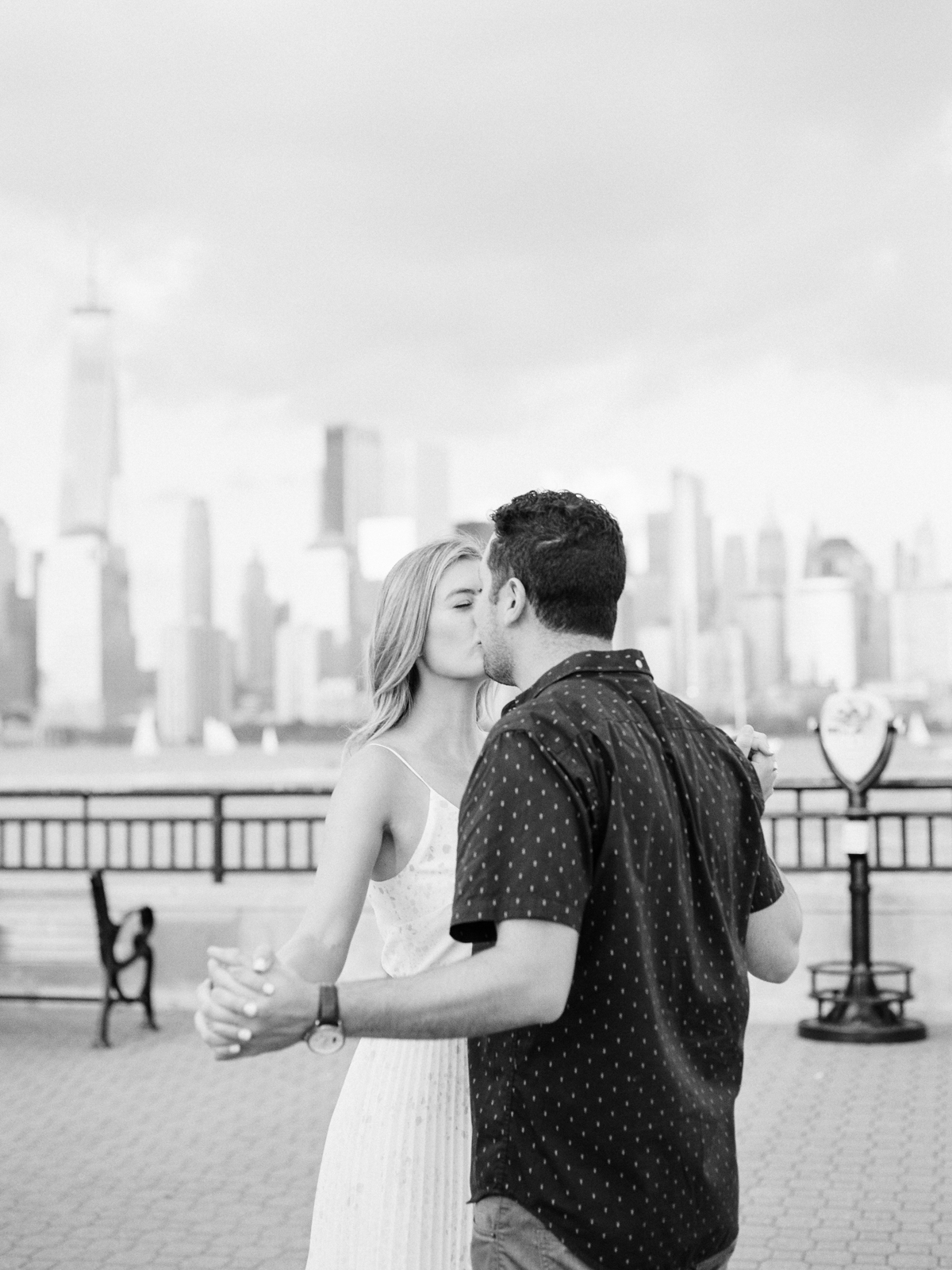 NYC-skyline-engagement-session-by-Tanya Isaeva-35.jpg