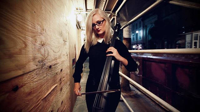 That moment when your outfit matches your cello. ✨