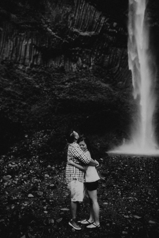 destination wedding photographers atlanta engagment photographer elopement photography oregon Latourell Bridal Veil Multnomah falls 0029.jpg
