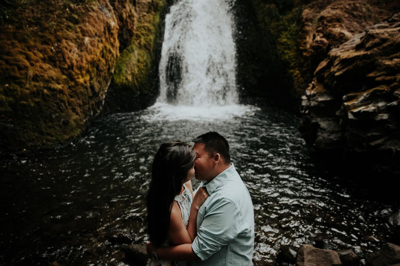 destination wedding photographers atlanta engagment photographer elopement photography oregon Latourell Bridal Veil Multnomah falls 0078.jpg