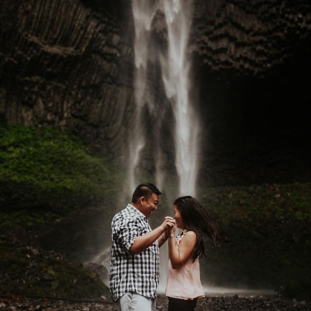 destination wedding photographers atlanta engagment photographer elopement photography oregon Latourell Bridal Veil Multnomah falls 0014.jpg
