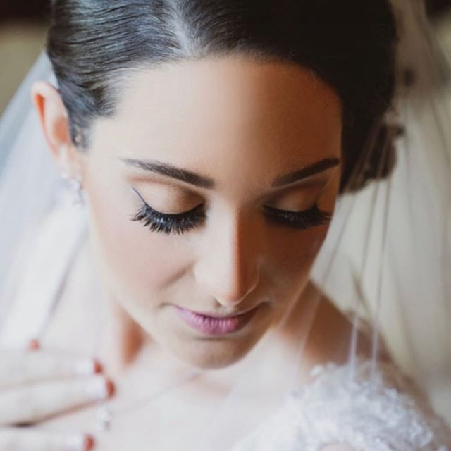 Lots of lashes for @laurenspigs it was an honour to be there for you on your special day!  I mainly use individual lashes at a 11mm length from @neichaoficial for all the pros out there @lashlife_ca is an amazing distributor for these amazing 300 pack cluster lashes!