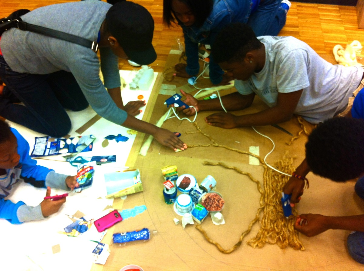 do_good_students_create_art_from_recycled_goods_2519.jpg