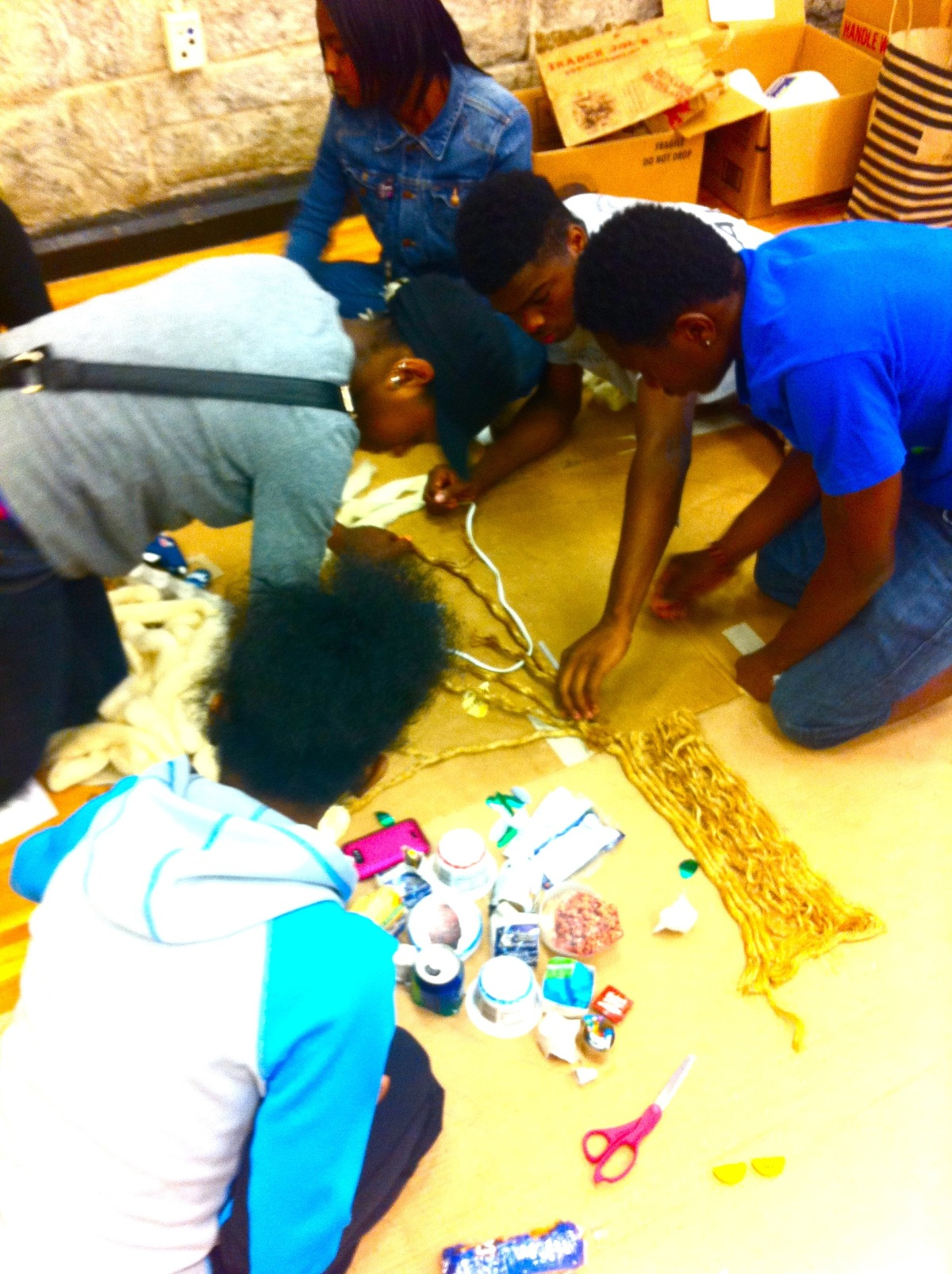 do_good_students_create_art_from_recycled_goods_2521.jpg