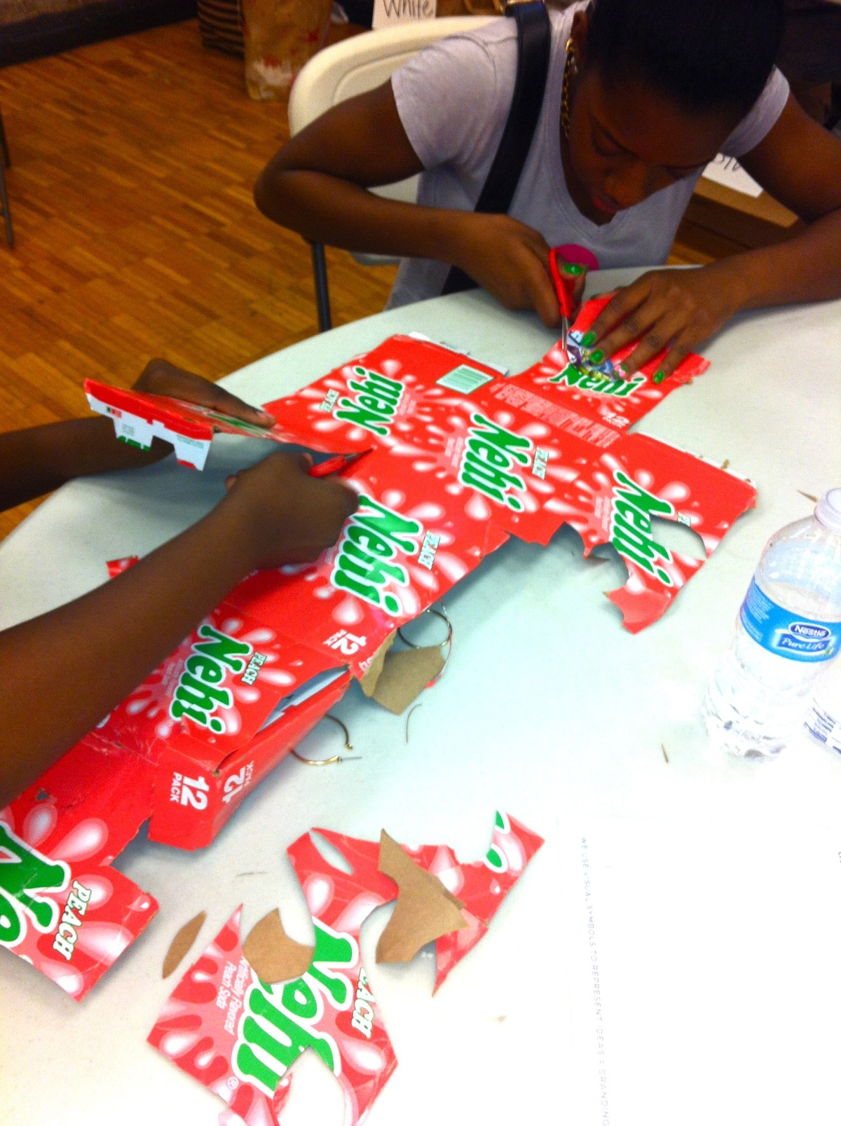 do_good_students_create_art_from_recycled_goods_2661.jpg