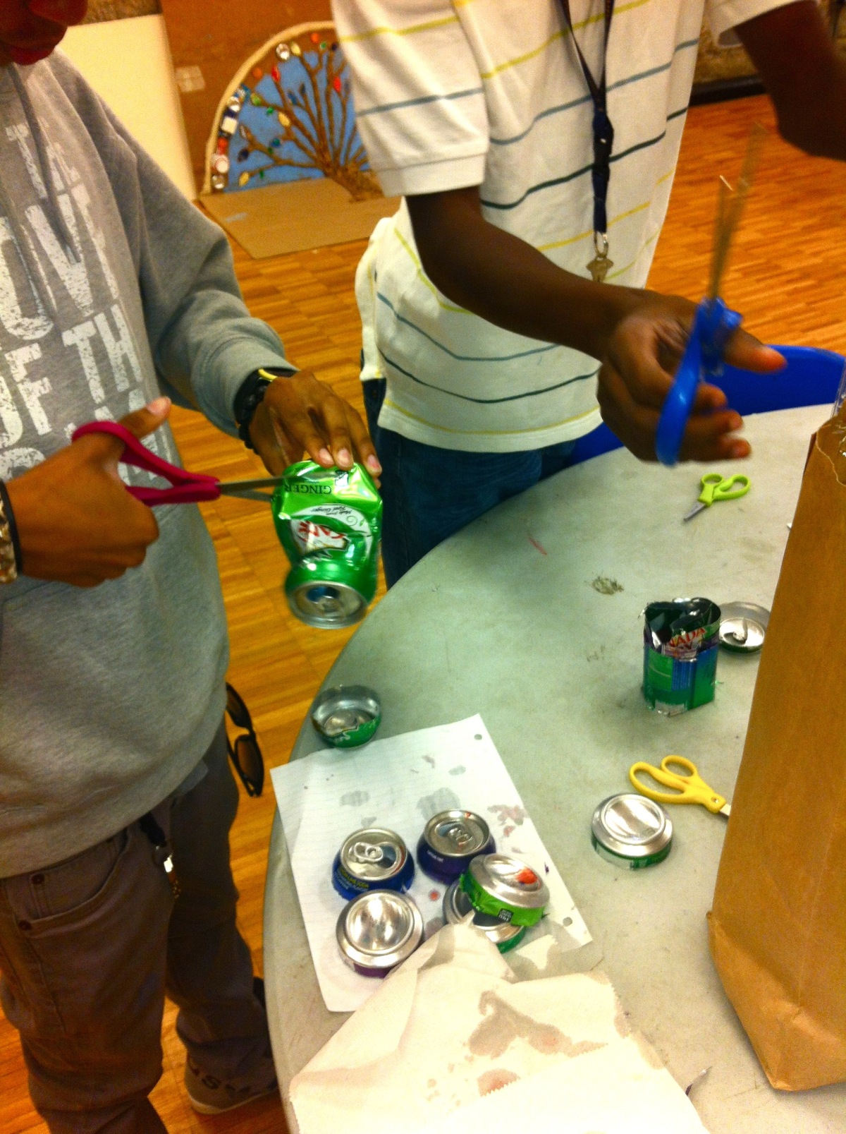 do_good_students_create_art_from_recycled_goods_2662.jpg