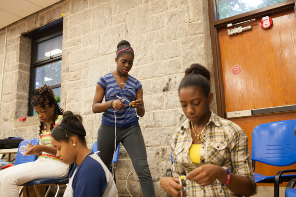 do_good_students_create_art_from_recycled_goods_photo_by_dustin_chambers_0115.jpg