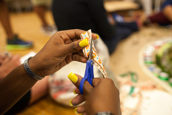 do_good_students_create_art_from_recycled_goods_photo_by_dustin_chambers_0083.jpg
